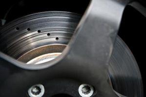 Hvordan du bytter bremsene foran på en Buick