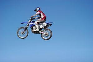 Hvordan finne The Year av en Yamaha Dirt Bike