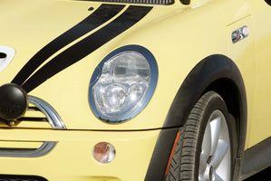 Slik fjerner bremseskiver fra en 2005 Mini Cooper