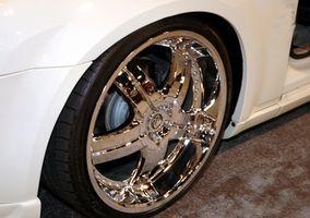 Slik tilpasser en 2002 Toyota Camry Med 18 tommers krom felger