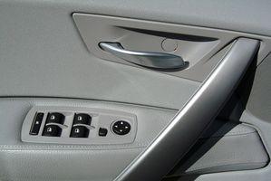 Slik fjerner en Dørtablå på en 1998 Chevy S-10