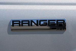 Slik fjerner tennplugg ledninger på en Ford Ranger