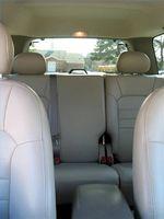 Hvordan bli kvitt vann flekker på bilen Møbeltapetsering
