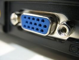 Hvordan koble en TV-inngang fra en laptop