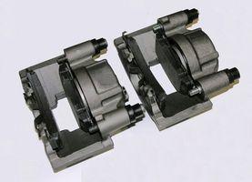 Hvordan erstatte foran bremseklosser på en 1999 Mazda B2500