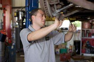 Hvordan Endre Inner Tie Rod på en Ford F150