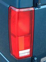 Hvordan du bytter lyspærer i en Dodge Dakota