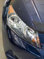 Hvordan erstatte en frontlys på en Lexus LS 400