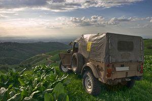 Hvordan Bytt drivstofftanken på en 1994 Jeep Wrangler