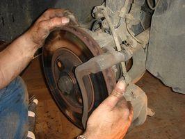 Hvordan sjekke bremseskiver med en magnetisk Dial Indikator
