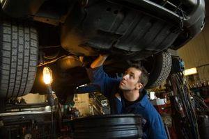 Hvor å Endre Transmission Filter på en Ford Focus