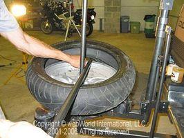Hvordan endre en Honda motorsykkel dekk