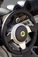 Hvordan Trekk til eller fjern en Power Steering Pump