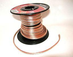 Slik installerer 18-Gauge Speaker Wire til en Curtis Surround Sound System