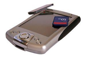 Hvordan kan jeg overføre informasjon på ett minnekort på en telefon til en ny Storage Card?