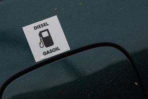 Hvordan endre drivstoffilter på en 2000 Ford E250