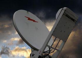 Hvordan bruke en antenne montert på et hus for DirecTV