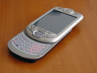 Hva er forskjellen mellom Flip telefoner og Slide?