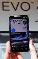 Slik fjerner batteridekselet på en Evo 4G