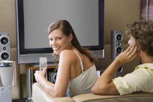 Hvordan Sett en subwoofer bak en HDTV
