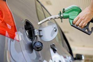 Hvordan forbedre gass kjørelengde på en 1995 Chevy Silverado