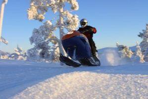 Hvordan ta en snøscooter Clutch Apart
