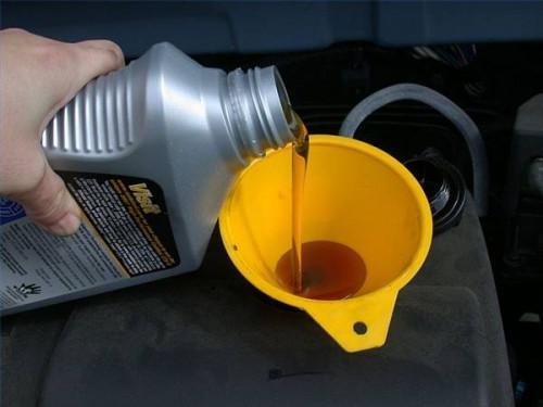 Verktøyene som trengs for et oljeskift