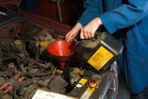 Slik kontrollerer Fluids og dreneringspluggen beliggenhet i en VW Jetta med automatgir