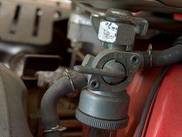 Hvordan endre en drivstoffpumpe på en 2000 Dodge Neon