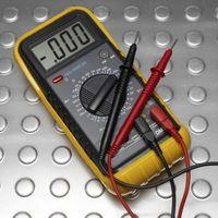 Hvordan sjekke Resistance Med en OHM Digital Meter