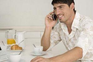 Hvordan bruke en mobiltelefon mens den lader