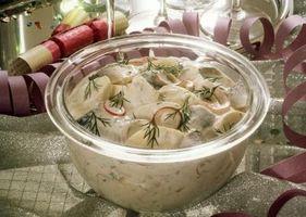 Hvordan lage potetsalat med sitrondressing og Egg