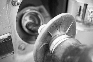 Hvordan Hevert å fjerne vann fra en Gas Tank