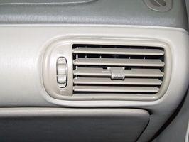 Slik installerer en 1965 Pontiac Grand Prix Heater Core-