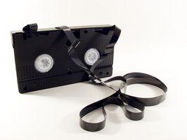 Hvordan fikse en VHS-kassett som har kommet av sin Reel