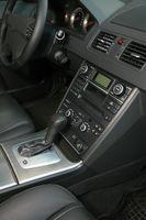 Hvordan sette klokketiden for en SY703 Nissan Radio / klokke