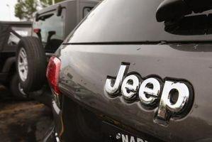 Hvor å Fastsette Vinduspusser Motor på en Jeep