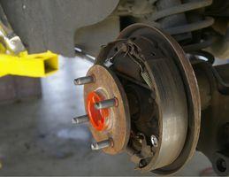 Hvor å Endre bremseskoene på en 2001 Ford Focus ZX3