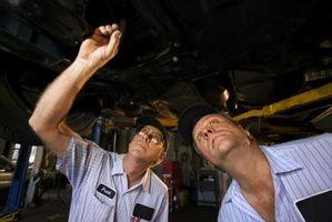 Hvordan tømme radiator på en 2005 Silverado