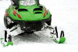 Hvordan lage en tilpasset eksos for en snøscooter
